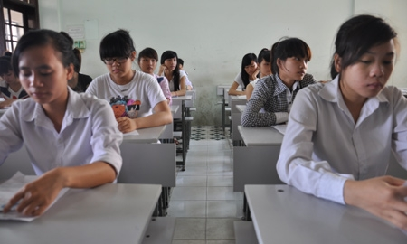 In Hanoi, after 180 minutes of the Geography exam, many candidates left classrooms in a good mood because they did a good job.