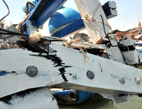 Two Vietnamese fishing vessels attacked in Hoang Sa
