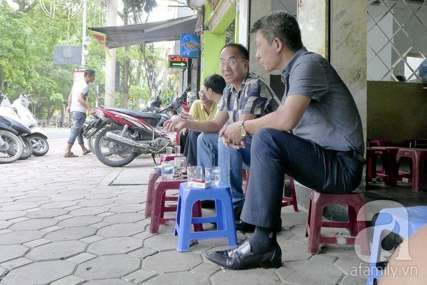 The most famous streets for sidewalk cafes in Hanoi