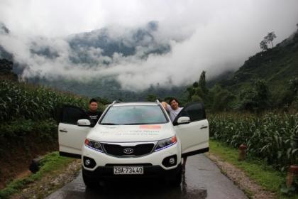 Two Korean men make trans-Vietnam tour