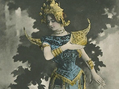 """Cleo de Mérode performed """"Indochina Dance,"""" accompanied by the Vietnamese don ca tai tu band. File photo"""