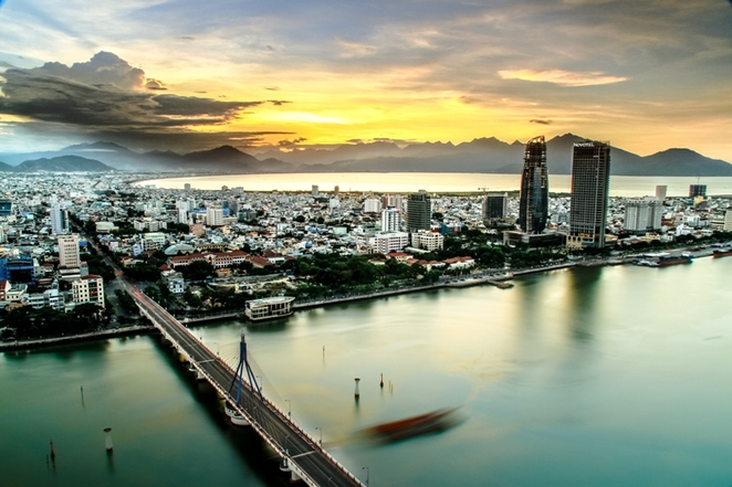 The city on the banks of the Han River. The Han Bridge has been the lifeline of Da Nang for years.