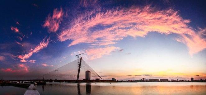 The beautiful moment on Tran Thi Ly Bridge.