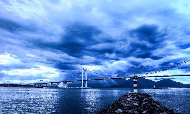 Thuan Phuoc Wharf before the storm.