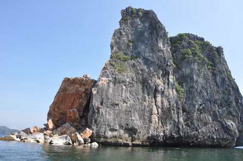 Island in Ha Long Bay eroded due to natural causes