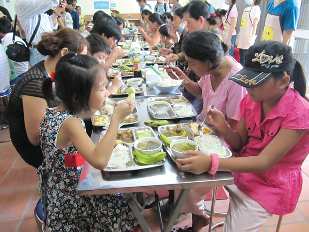 Nu Cuoi restaurant, smile restaurant, charity restaurance, rice restaurant, the poor