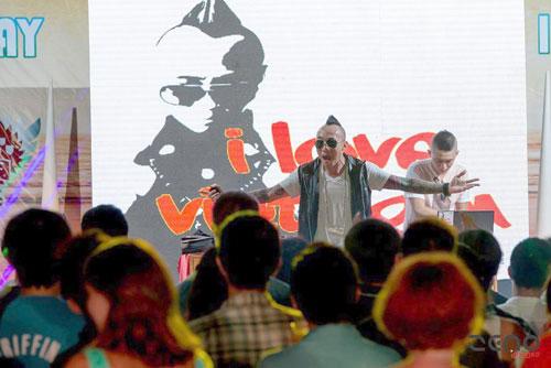 Vietnamese American boy promotes Vietnamese hip-hop
