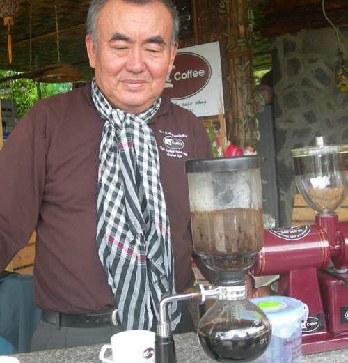 weasel coffee farm, lawyer, da lat, moca coffee, civet, coffee beans