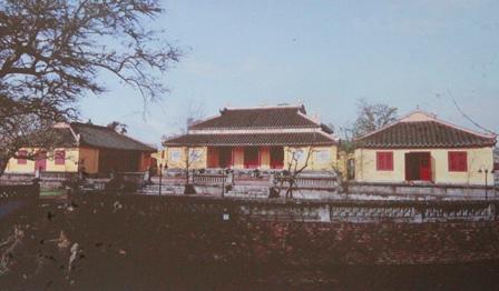hue royal citadel, gate, ngo mon, relics, monuments