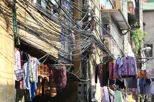 facebook, bill gates, electric poles, power grid, vietnam