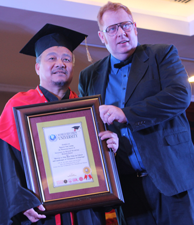Six Vietnamese record-makers recognized as honorary doctors