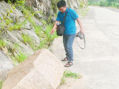Tourists warned of rock falling at An Giang's tourist attraction