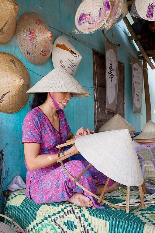 hue, non la, conical hat, tay ho village, gift