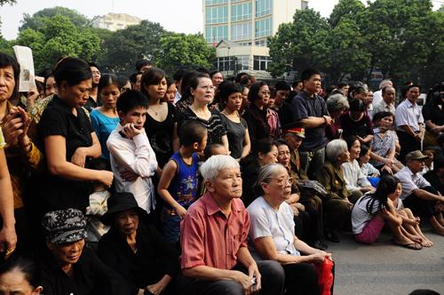 In pictures: People pay tribute to General Giap outside funeral home