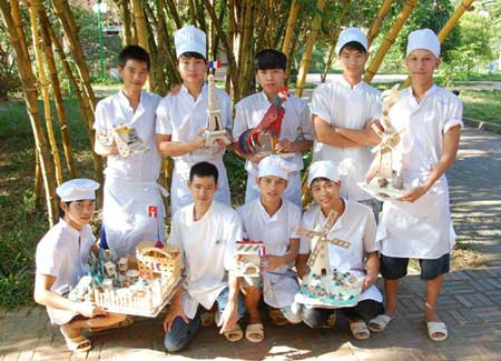 Viet Nam, escape poverty, skilled artisans, keeping tourists