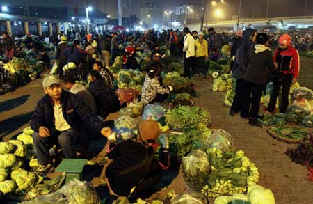 Worry about food safety, Hanoi's housewives seek countryside food