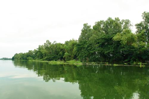 Bung Binh Thien in the flood season