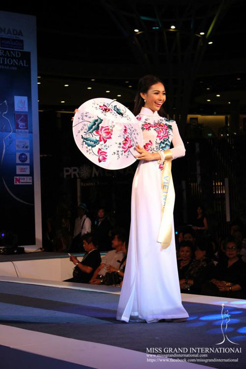 Bich Khanh, who was crowned Miss Ngoi Sao (Star) Vietnam 2012, is taking part in the Miss Grand International 2013 pageant in Bangkok, Thailand, from November 3-20.