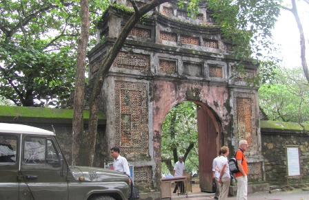 tu duc tomb, emperor tu duc, thieves, theft, antiques, Hue