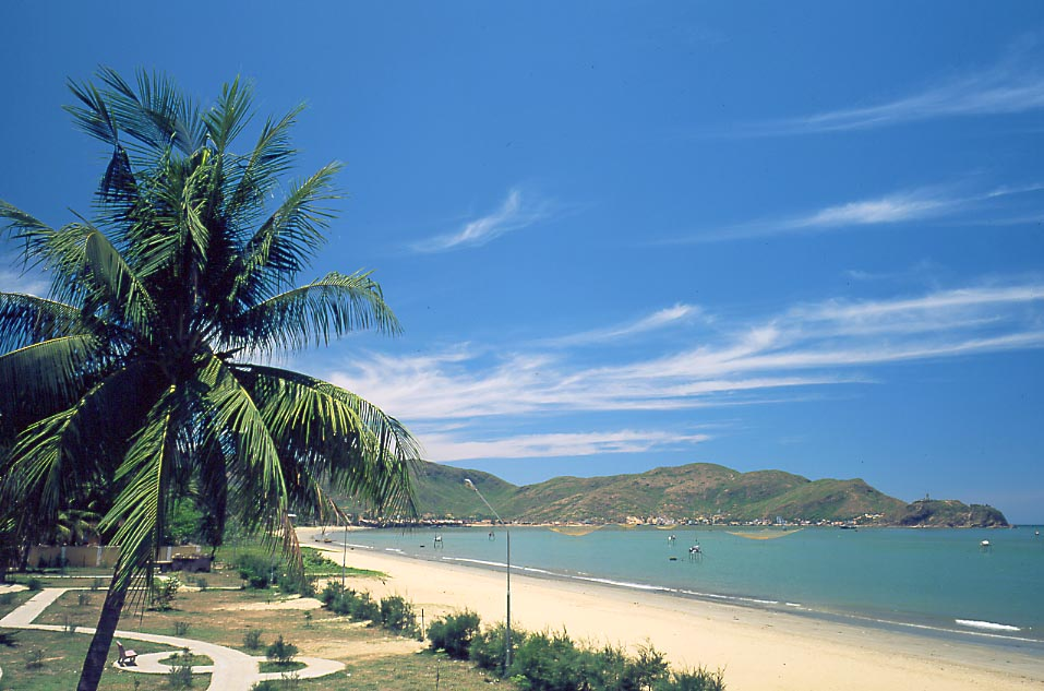Quy Nhon (Binh Dinh) Vietnam  city images : In pictures: One day at Quy Nhon sea News VietNamNet