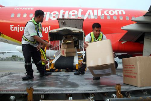 Vietnam's storm relief arrive in the Philippines