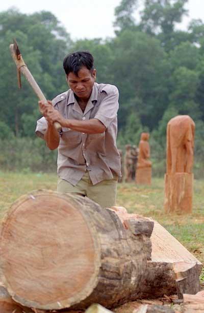 Ethnic funerary sculpture exhibition in Hanoi