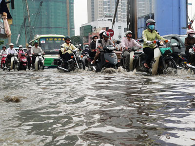 Flood-tide to reach record peak in 61 years, Saigon to be submerged again