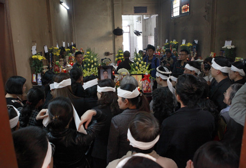 The funeral without the body – victim of Hanoi's plastic surgeon