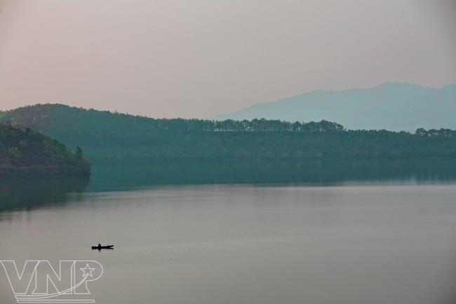 Bien ho, sea lake, pleiku, tourist site