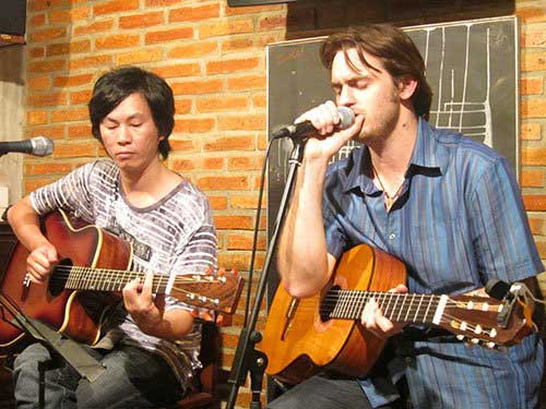 Londoner Lee Kirby, CD Vietnam Oi, Vietnamese songs