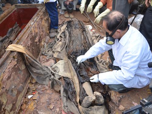ancient tomb, excavation, hanoi, mummy