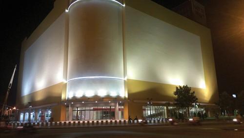 Retailers, retail premises, hanoi, saigon, supermarket, commercial centers, shopping