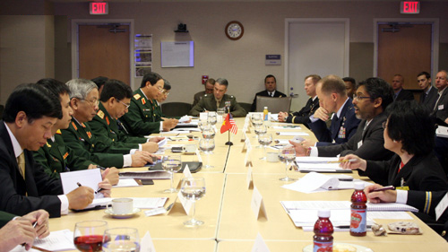 review 2013, china-vietnam, defense dialogue, navy, army