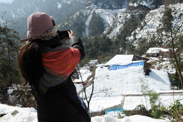 sapa, lao cai, snow, foreign tourists
