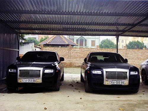 Vietnamese measure richness in luxurious cars and smart phones