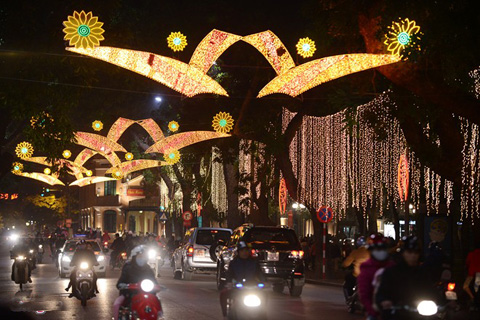 Hanoi, Saigon ring in New Year in music, fireworks
