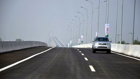 A section of the HCM City-Long Thanh-Dau Giay Highway, linking HCM City's District No9 to Highway 51 in Dong Nai province's Long Thanh district opened to traffic on January 2.