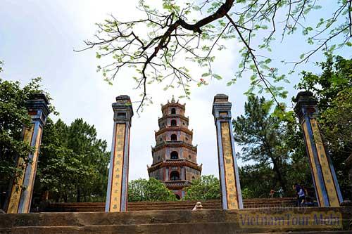 Top ten, tourist attractions, Nha Trang, Mui Ne, Phu Quoc, Ha Long Bay