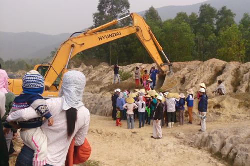 Hundreds of people surround sand mine