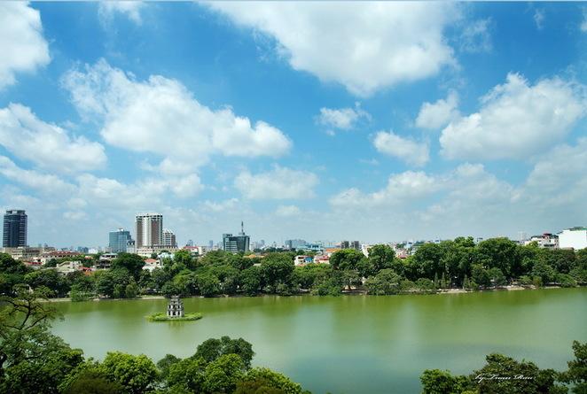 Hoan Kiem Lake is beautiful in four seasons