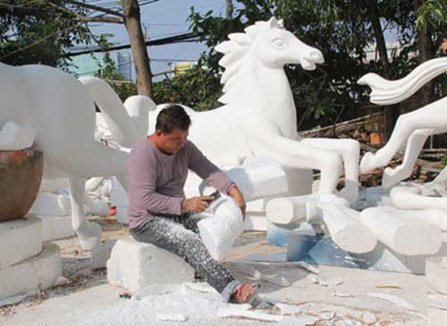 Artist designs zodiac symbols for Tet flower street