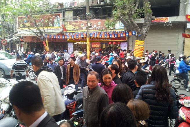 god of wealth day, ngay than tai, gold shops