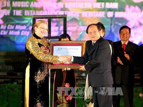 Don Ca Tai Tu receives UNESCO certificate