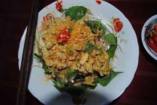 Bun ken, noodles, Phu Quoc, delicous noodle soup, Dinh Cau night market, vendors