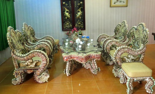 furniture made of shells, sea shells, teaset, talbe and chairs