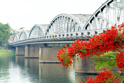 truong tien bridge, trang tien bridge, hue city