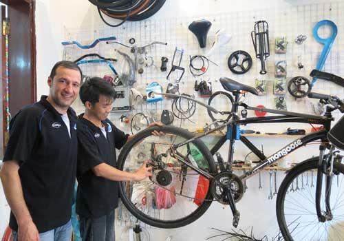 Hanoi, Vietnam, Bulgarian bike repairer, pho bo, bun cha