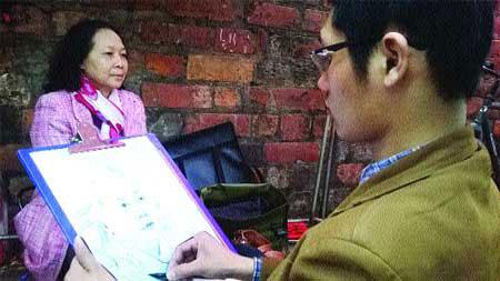 Sketching portraits, fine arts students, Van Mieu, Ha Noi, Hoan Kiem