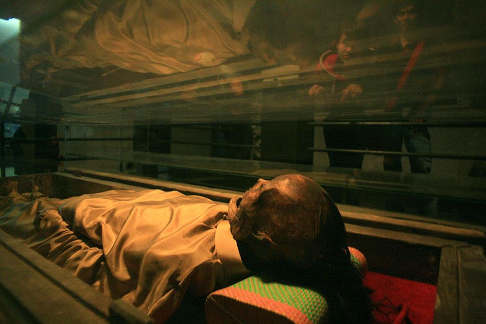 mummy, vietnamese mummy, felale artistocrat