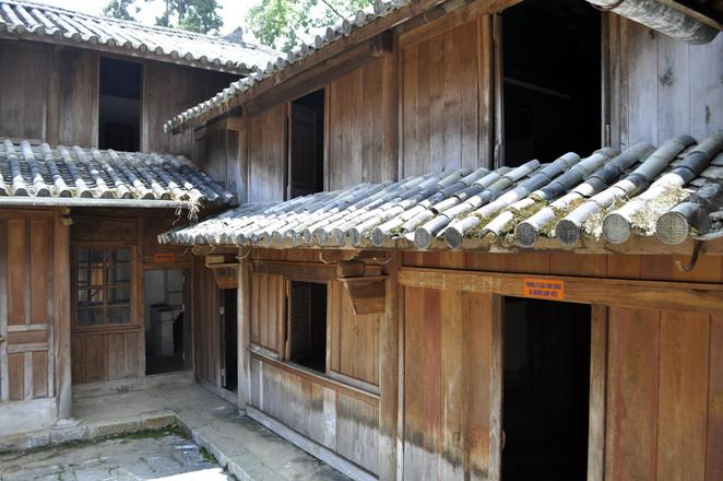 vuong's palace, vuong chi sinh, hmong king